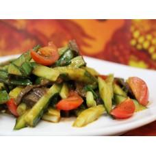 Салат из свежих овощей с говядиной